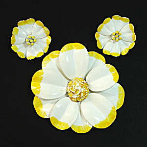 Enameled Yellow White 60s Flower Brooch Earrings Set