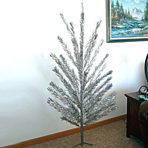 6.5 Foot 1960s Aluminum Christmas Tree Complete in Original Box (Image1)
