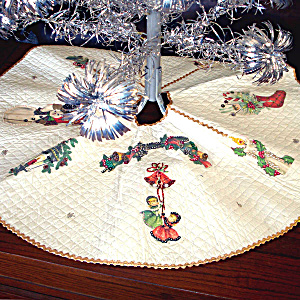 1950s Quilted Vinyl Fancy Beaded Applique Christmas Tree Skirt (Image1)