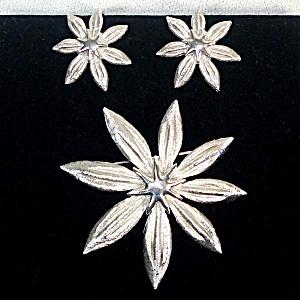 Crown Trifari Silvertone Star Flower Brooch and Earrings (Image1)