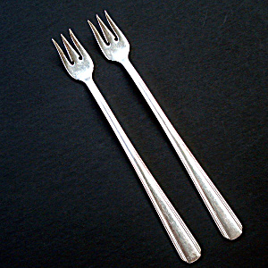 Hotel Plate Oneida 2 Silverplate Cocktail Forks (Image1)