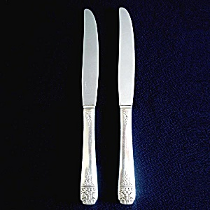Margate aka Arcadia 1938 Oneida 2 Silverplate Dinner Knives (Image1)