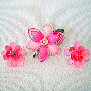 Bright Pinks 60s Enameled Flower Brooch And Earrings