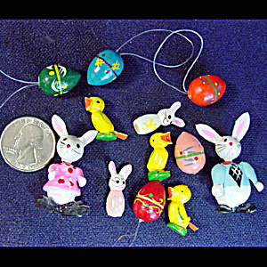 Easter Lot of 12 Painted Wooden Miniatures (Image1)