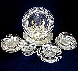 14 Pieces Hocking Queen Mary Crystal Plates, Cups, Saucers (Image1)