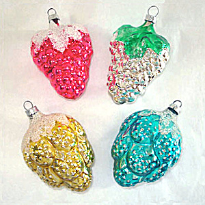 Grapes and Berries Set 4 Glass Christmas Ornaments (Image1)