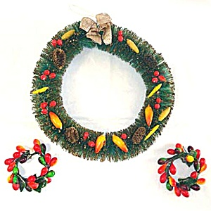 Bottle Brush and 2 Small Lacquered Fruit Christmas Wreaths (Image1)