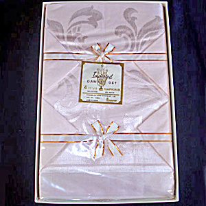 1950s Pink Damask Tablecloth and Napkins Set Mint in Box (Image1)