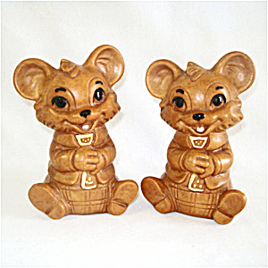 Twin Winton Necktie Bears Salt And Pepper Shakers