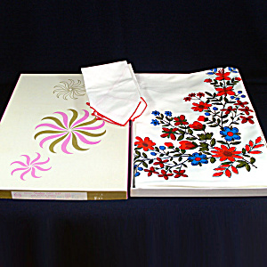 Stevens Simtex Red Blue Flowers Tablecloth Set In Box
