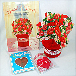 Hearts and Flowers Honeycomb Paper Valentine Decorations (Image1)
