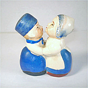 Kissing Dutch Couple Figural Salt And Pepper Shakers