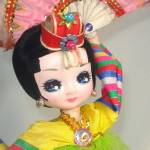 Click to view larger image of Bradley Twin Big Eyed Korean Fan Dancer Boudoir Dolls (Image3)