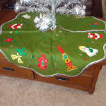Click here to enlarge image and see more about item 12090: 1960s Green Felt Christmas Tree Skirt With Santa, Angels, Candles