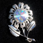 Click here to enlarge image and see more about item 12392: Jewelarama Holographic Refraction Disc Daisy Flower Brooch Pin