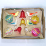 Click here to enlarge image and see more about item 13886: Boxed Set Bradford 1950s Plastic Christmas Ornaments