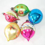 Click to view larger image of Poland Large Teardrops 1950s Glass Christmas Ornaments (Image2)