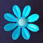 Click here to enlarge image and see more about item 13963: Turquoise Daisy Flower Power Enameled Brooch Pin
