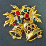Click here to enlarge image and see more about item 14375: Christmas Bells Avon Goldtone Rhinestone Brooch Pin