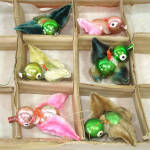 Click here to enlarge image and see more about item 14454: Box 6 Chenille Glass Birds Christmas Ornaments 1950s Japan
