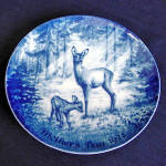 Click here to enlarge image and see more about item 3592: Doe and Fawn Blue and White 1971 German Mothers Day Plate