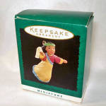 Click here to enlarge image and see more about item 6157: Hallmark 1995 Miniature Heavenly Praises Christmas Ornament