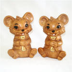 Click here to enlarge image and see more about item 8177: Twin Winton Necktie Bears Salt and Pepper Shakers