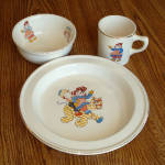 Click here to enlarge image and see more about item 8181: Crooksville 1941 Raggedy Ann and Andy Child's Feeding Dish Set