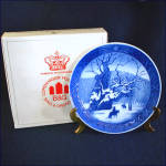 Click here to enlarge image and see more about item 8704: Royal Copenhagen 1967 Royal Oak Christmas Plate With Box