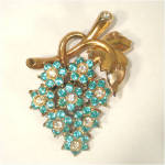 Click here to enlarge image and see more about item 9296: Blue Rhinestone Flower Cluster Brooch