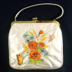 Click here to enlarge image and see more about item 9328: JR Florida Vinyl Covered Applique Flower Purse Mint