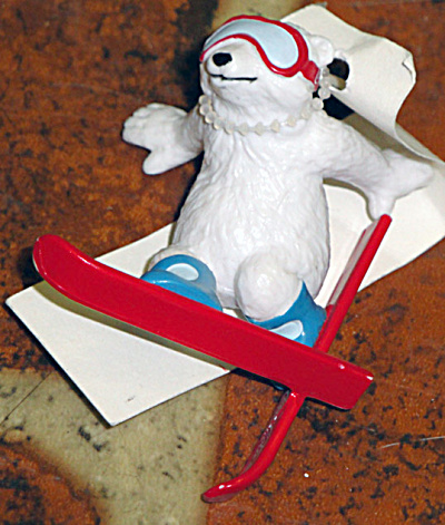 Dakin Coca Cola Polar Bear on Skis Polyvinyl Mini-Figurine (Image1)