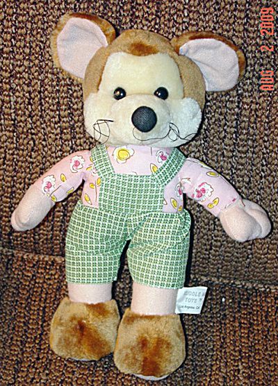 Kuddle Me Plush Mouse in Green Overalls (Image1)