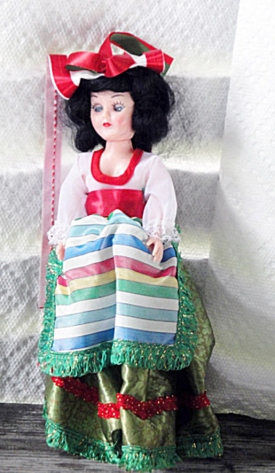 Vintage Italitan 7.5 inch Nationality Doll (Image1)