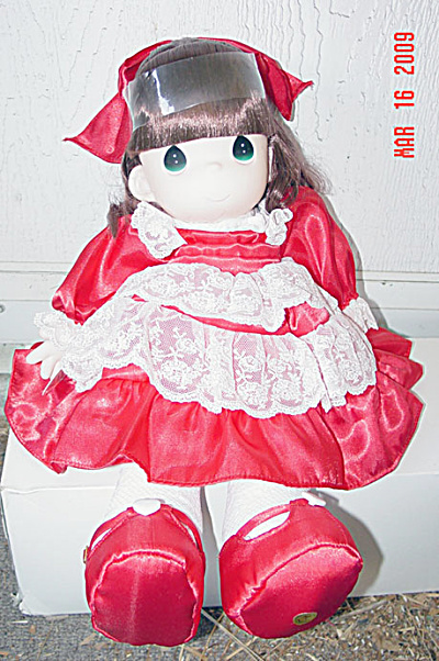 Precious Moments Co. Chloe Sweetheart Doll 1998 (Image1)