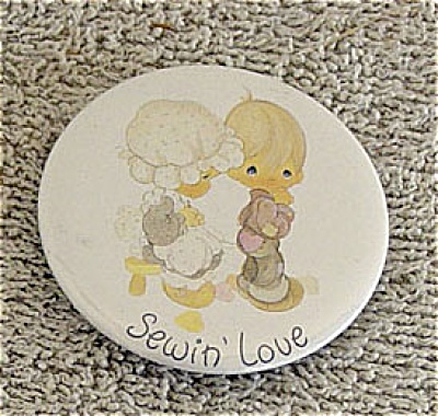 Precious Moments Sewin' Love Magnet (Image1)