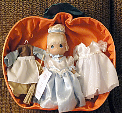 Precious Moments Once Upon a Time Cinderella Doll Set Disney (Image1)