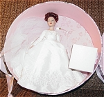 Robert Tonner 2004 Tiny Kitty Collier Forever Yours Hat Box Set, No. KT6401, 2004, 10 inch bride doll with auburn hair put up in curls, and painted brown eyes. Her bridal ensemble includes a white wedding dress with metal corona, and lacy veil. Her accessories include green lingerie, pearls, and wedding cake. The set is boxed in a beautiful hat box with the pink floral Kitty Collier logo. Discontinued limited edition, is new and mint-in-the-box. Expand listing to view all 4 photographs.