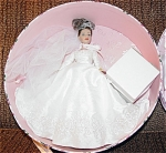 Robert Tonner 2004 Tiny Kitty Collier Forever Yours Hat Box Set, No. KT6403, 10 inch bride doll with her brunette hair put up in curls, and painted blue-gray eyes. She is wearing a wedding gown with a metal corona, and lacy veil. Accessories include green lingerie, pearls, and a wedding cake. The set is in a hat box with the pink floral Kitty Collier logo. Limited Edition, discontinued, and mint-in-the-box old stock. Expand listing to view all 4 photographs.