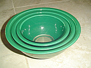 Pyrex Set Of 3 Stacking Mixing Bowls In Emerald/hunter Green