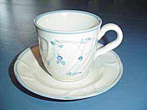 Noritake Strawberry Delight Cups/saucers