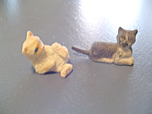 2 Cats/kittiens For Doll House Miniatures Furnishings