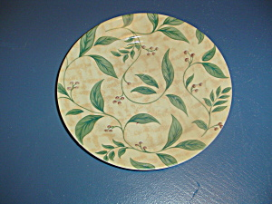 Corelle Lunch Plates Yellow Background with Green Leaves (Image1)
