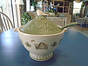 Pfaltzgraff Naturewood Soup Tureen W/bird And Ladle