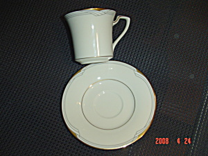 Noritake Fine China Golden Cove Sets Of Cups & Saucers