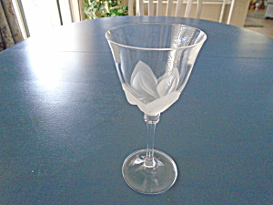 Durand Florence Frosted Petals Wine Goblets