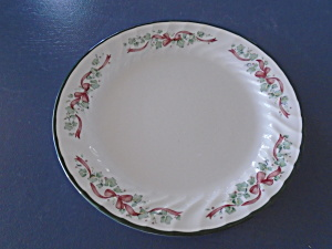 Corelle Callawayy Ivy Christmas Holiday Lunch Plates