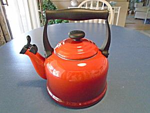 Le-Creuset-Red-Whistling-Tea-Kettle-2-2-Quarts-2-1-Liters  (Image1)