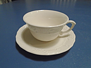 Canonsburg Pottery American Traditional Cups/saucers