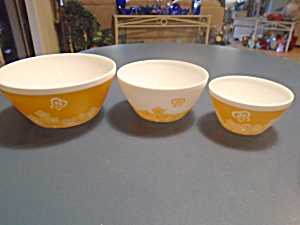 Pyrex Vintage Charm Butterfly Gold Set Of 3 Mixing Bowls